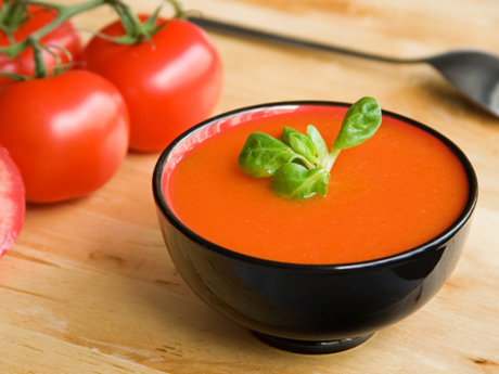 Homemade Tomato Soup to Warm Up Your Winter